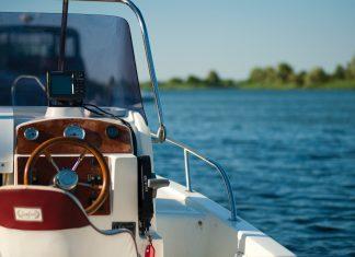 Boka en seglarkurs i Stockholm och njut ännu mer av sommaren